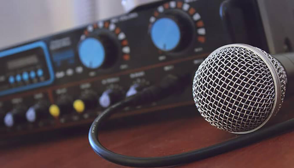 A Mic Preamp – Why Do You Need It And How to Use It?