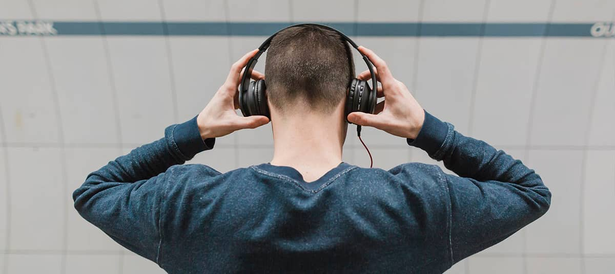 This is How to Wear Headphones Properly